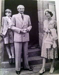 Gróf Roland von Faber-Casell feleségével Katharinával és fiúkkal Anton Wolfganggal